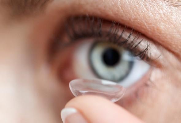 Nachkontrolle sphärischer Austausch-Kontaktlinsen